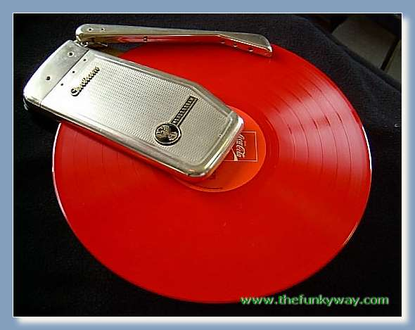 http://www.thefunkyway.com/gearmus/djgear/decks/small_turntable.jpg